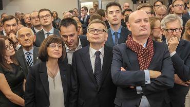 Kandydat na prezydenta Poznania Tadeusz Zysk podczas wieczoru wyborczego