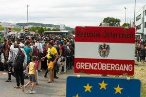 Austria: uchod�cy wci�� nap�ywaj�. Skrajna prawica chce budowy granicznych ogrodze�