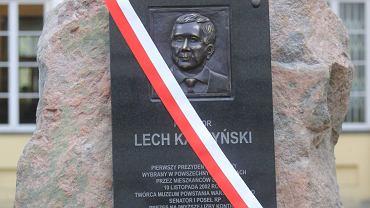 Odsłonięcie tablicy upamiętniającej Prezydenta Lecha Kaczyńskiego - w szóstą rocznicę katastrofy smoleńskiej