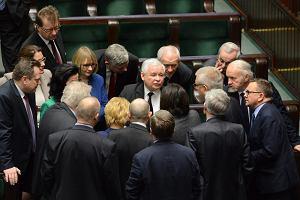 Dane GUS: najwyższe pensje w Polsce mają m.in. politycy i urzędnicy, najniższe - sprzątaczki
