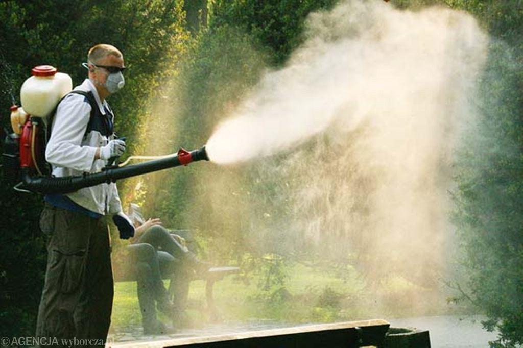 Опрыскивание личинки комара и комара