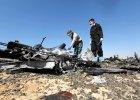 Obie czarne skrzynki rosyjskiego airbusa udało się szybko odnaleźć. Rosyjski minister transportu zaprzeczył jednak informacjom, że w Kairze rozpoczęto już ich odczytywanie. Na zdjęciu śledczy na miejscu katastrofy