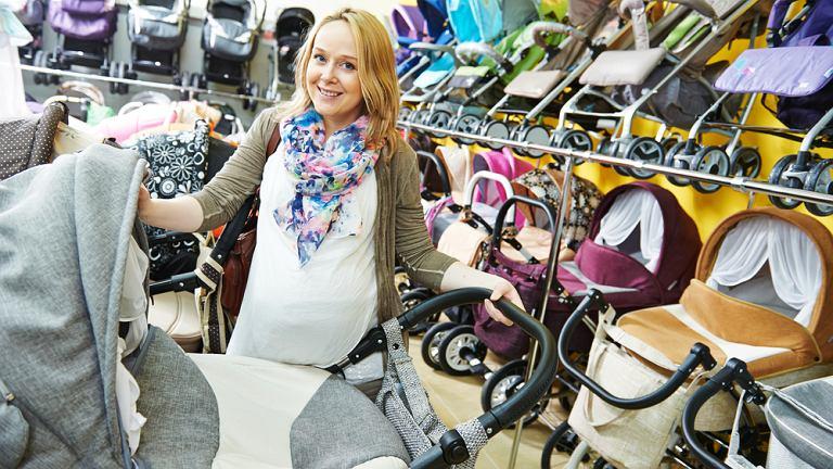 Wyprawka dla noworodka. Wózek lepiej kupić przed porodem.