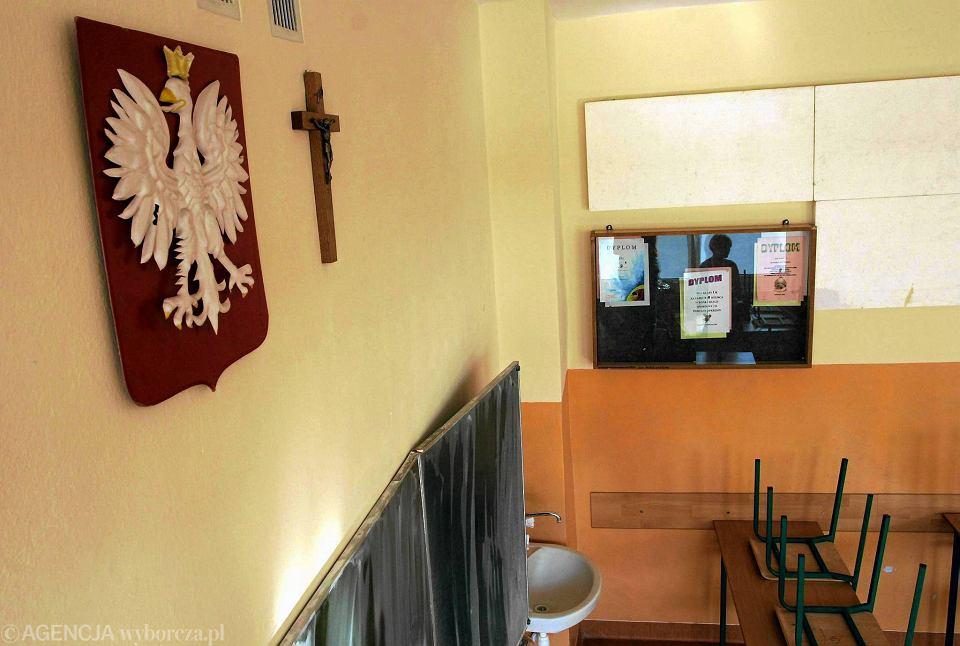 Krzyż w szkolnej sali