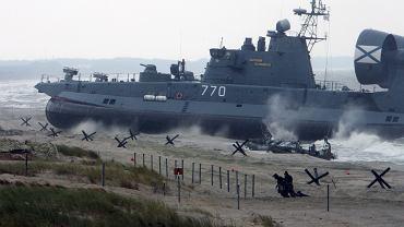 Wojsko Federacji Rosyjskiej ćwiczy lądowanie na bałtyckich plażach - 'Zapad 2009'. Obwód kaliningradzki, 28 września 2009. Dziś (14.09.2017) rozpoczynają się rosyjsko-białoruskie manewry 'Zapad (Zachód) 2017'