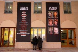 """Rysownicy, korektor, pracownik administracji... Oni zgin�li w zamachu na redakcj� """"Charlie Hebdo"""""""
