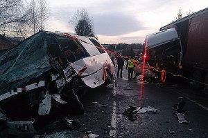 Trzynastu rannych w wypadku w Lubli. Tir wjecha� w busa