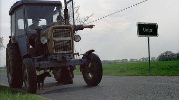Wieś Unia w woj. wielkopolskim, 23 kwietnia 2004. Po 2004 r.- kiedy Polska stała się pełnoprawnym członkiem Unii Europejskiej - na dopłaty dla rolnictwa i rozwój obszarów wiejskich dostaliśmy ponad dostaliśmy 39 mld euro