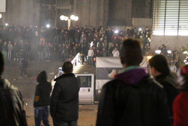 Zamieszki w noc sylwestrow� w Kolonii, gdzie setki kobiet pad�y ofiar� napa�ci seksualnych