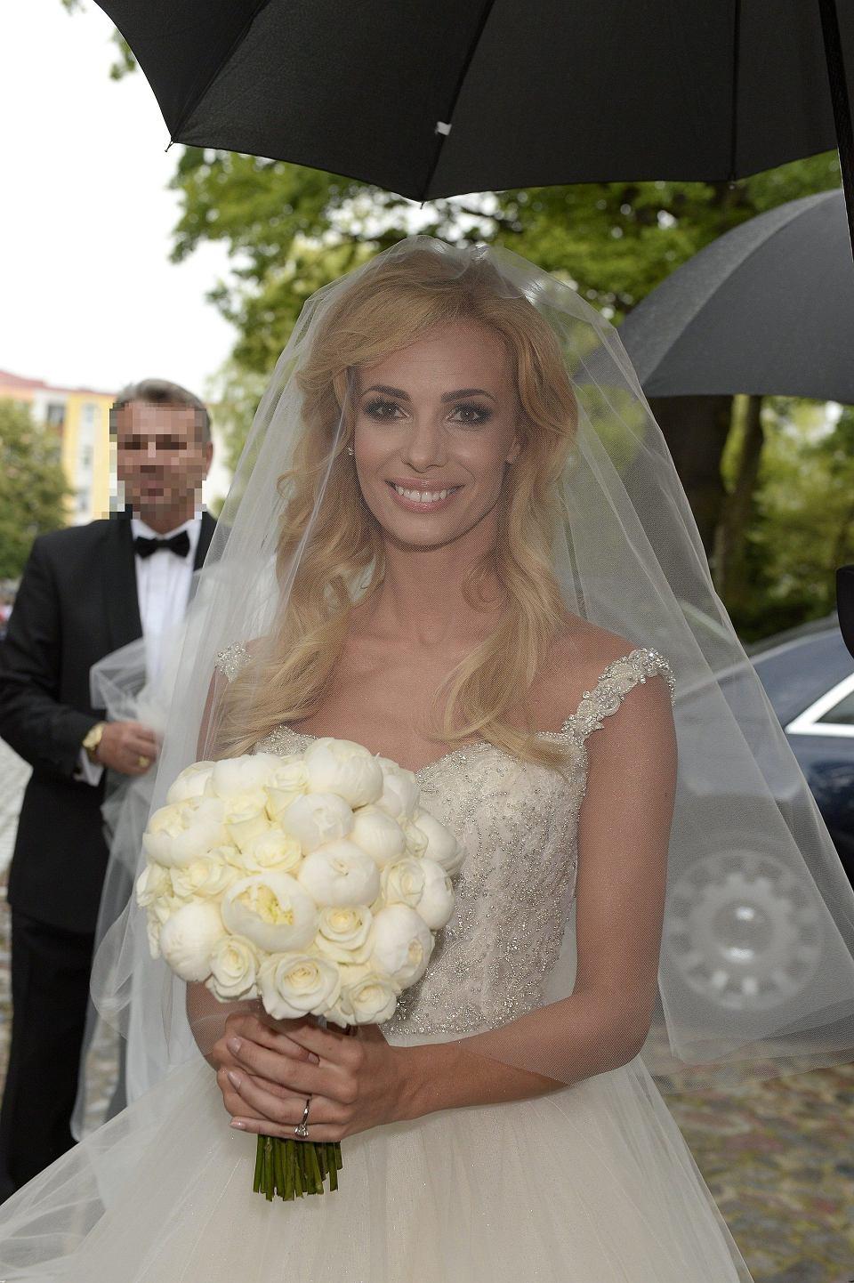 db4978360c Janachowska suknię ślubną kupiła w Dubaju  Poszło błyskawicznie. Mają tam  opracowany specjalny system