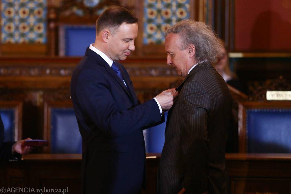 Andrzej Duda wręczył odznaczenia państwowe członkom Studenckiego Komitetu 'Solidarności'. Z prawej: Janusz Majcherek