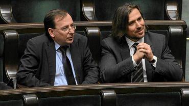 Mariusz Kamiński (z lewej) w ławie sejmowej z Tomaszem Kaczmarkiem, który - w czasie gdy Kamiński rządził CBA - był agentem od tajnych operacji