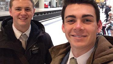Mason Wells na lotnisku w Brukseli.