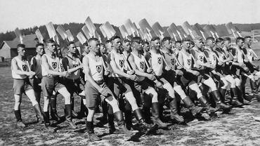 Podopieczni niemieckiej organizacji 'The Reich Labour Servic'.