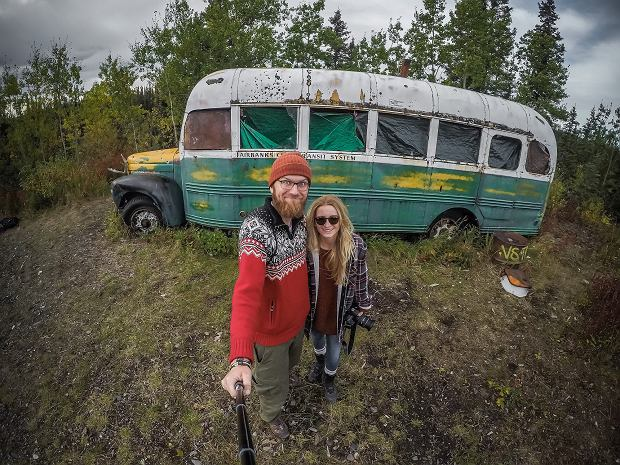 """Przerabiają busa na dom na kółkach i jeżdżą po świecie z 8 dolarami na dzień. Teraz przez trzy Ameryki. """"Natura pokazała nam środkowy palec"""""""