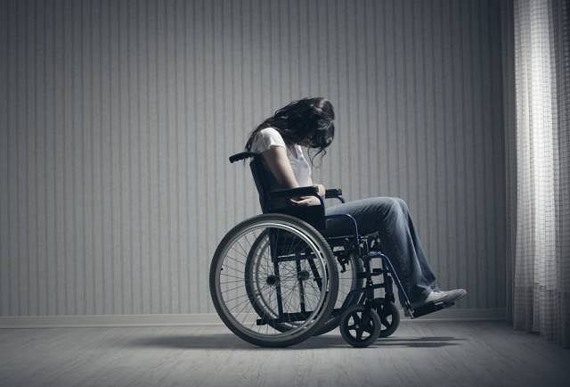Szybki postęp SLA zmusza większość chorych do poruszania się na wózku inwalidzkim