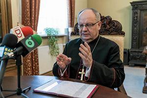 Większe Opole. Biskup Czaja apeluje: Niech do głodujących przyjedzie ktoś z rządu