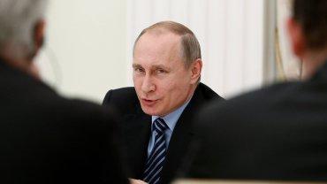 Prezydent Rosji Władimir Putin podczas rozmowy z francuskimi biznesmenami