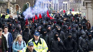 Brytyjscy nacjonaliści z The South-East Alliance podczas protestu przeciwko imifgrantom