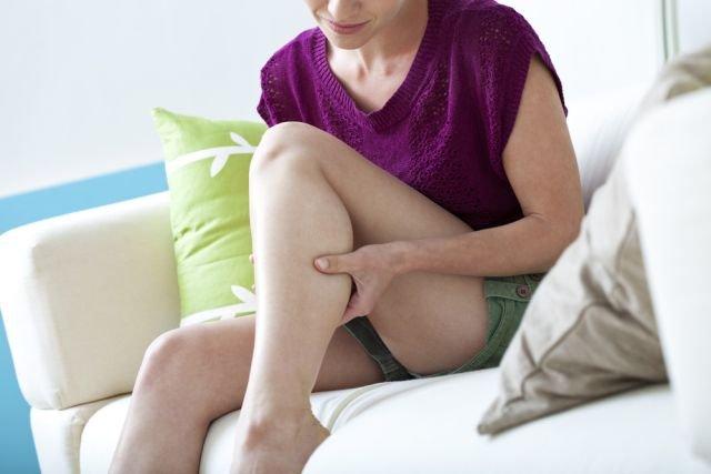 Naracające bóle nóg nie powinny być lekceważone i wymagają konsultacji z lekarzem