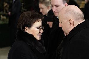 Uroczysto�ci pogrzebowe J�zefa Oleksego. W�r�d �a�obnik�w m.in. prezydent i premier