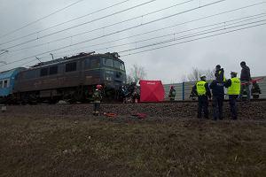 Radiowóz zderzył się z pociągiem. Nie żyje policjant