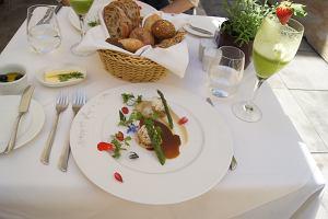 Wiosenne menu Paw�a Oszczyka, szefa restauracji La Rotisserie