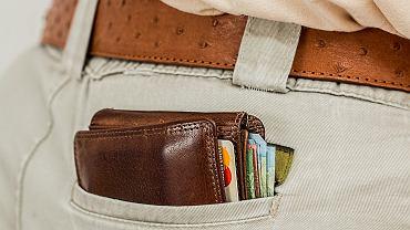 Znalazł portfel na ulicy. Nie wiedział, co powinien z nim zrobić, więc... poszedł na zakupy