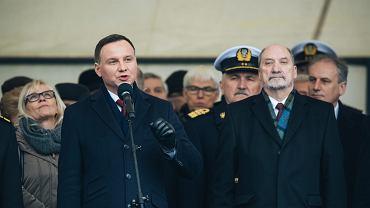 Andrzej Duda i Antoni Macierewicz podczas obchodow 98. rocznicy odtworzenia Marynarki Wojennej w Gdyni