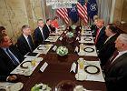 Donald Trump i Jens Stoltenberg na rozmowie przed rozpoczęciem szczytu NATO w Brukseli