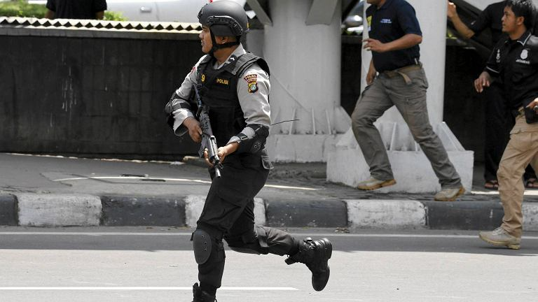 W Dżakarcie doszło do do kilku eksplozji. Słychać było strzały