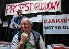 Koniec głodówki w Dobrzeniu Wielkim. Protestujących przekonał biskup Czaja