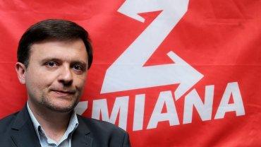 W sytuacji, gdy prokuratura nie chce powiedzieć, co obciąża Mateusza Piskorskiego, cała akcja wygląda na pokazówkę przeciwko awanturniczej partyjce
