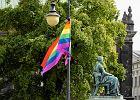 Tęczowe flagi zawisły na ulicach Poznania. To pierwsze takie miasto w Polsce