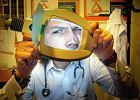 Jest pogromc� medycznych mit�w i roboty mu nie brakuje