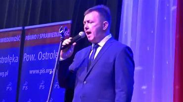 Śpiewający Janusz Chojnowski, kandydat PiS na burmistrza Różana