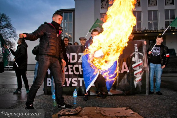 Angel� Merkel mo�na pali� legalnie. Nikogo to nie oburza