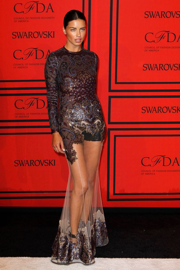 Model Adriana Lima arrives at the 2013 Council of Fashion Designers of America (CFDA) awards in New York June 3, 2013.  REUTERS/Lucas Jackson (UNITED STATES - Tags: FASHION ENTERTAINMENT)