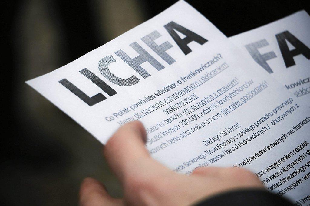 Pikieta posiadaczy kredytów w frankach szwajcarskich (fot. Marcin Onufryjuk/AG)