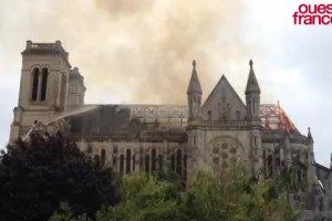 Po�ar bazyliki Saint-Donatien w Nantes