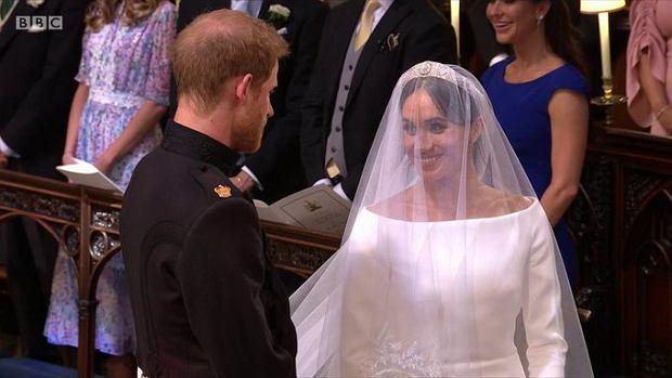 Elżbiecie Ii Nie Spodobała Się Suknia ślubna Meghan Markle Królowa
