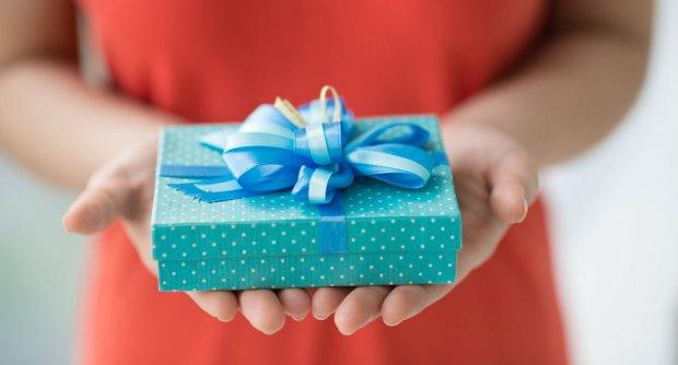 Święta tuż, tuż. Warto więc nieco wcześniej pomyśleć, o prezentach dla najbliższych. Przychodzimy Wam z pomocą i przedstawiamy 12 pomysłów, na muzyczne upominki bożonarodzeniowe. Miłego obdarowywania!