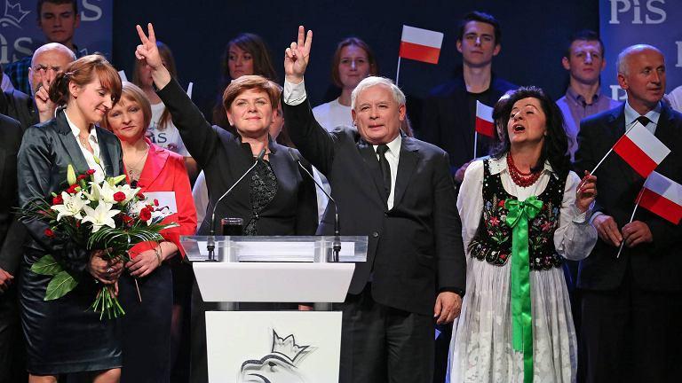 Jarosław Kaczyński i Beata Szydło podczas jednej z konwencji Prawa i Sprawiedliwości