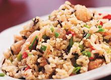 Szybki ryż smażony z jajkiem i krewetkami - ugotuj