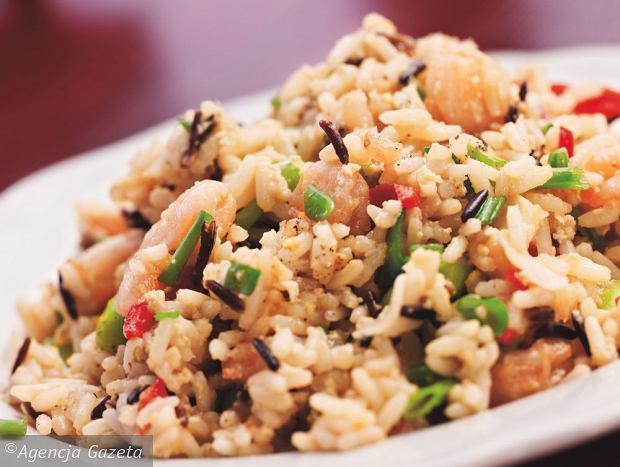 Szybki ryż smażony z jajkiem i krewetkami