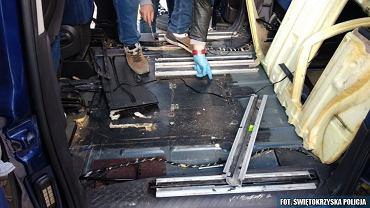25.09.2018. Policjanci w osobowym fiacie znaleźli prawie 30 kg marihuany