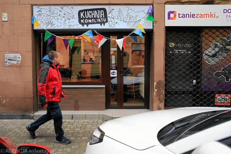 Kuchnia Konfliktu W Tarapatach Restauracja Ktora Zatrudnia