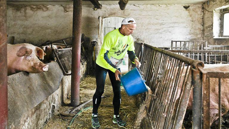Ryszard Kałaczyński chce przebiec 366 maratonów w 366 dni: - Utarło się, że sport jest nie dla rolników. Ja biegam codzienny maraton po pracy w gospodarstwie