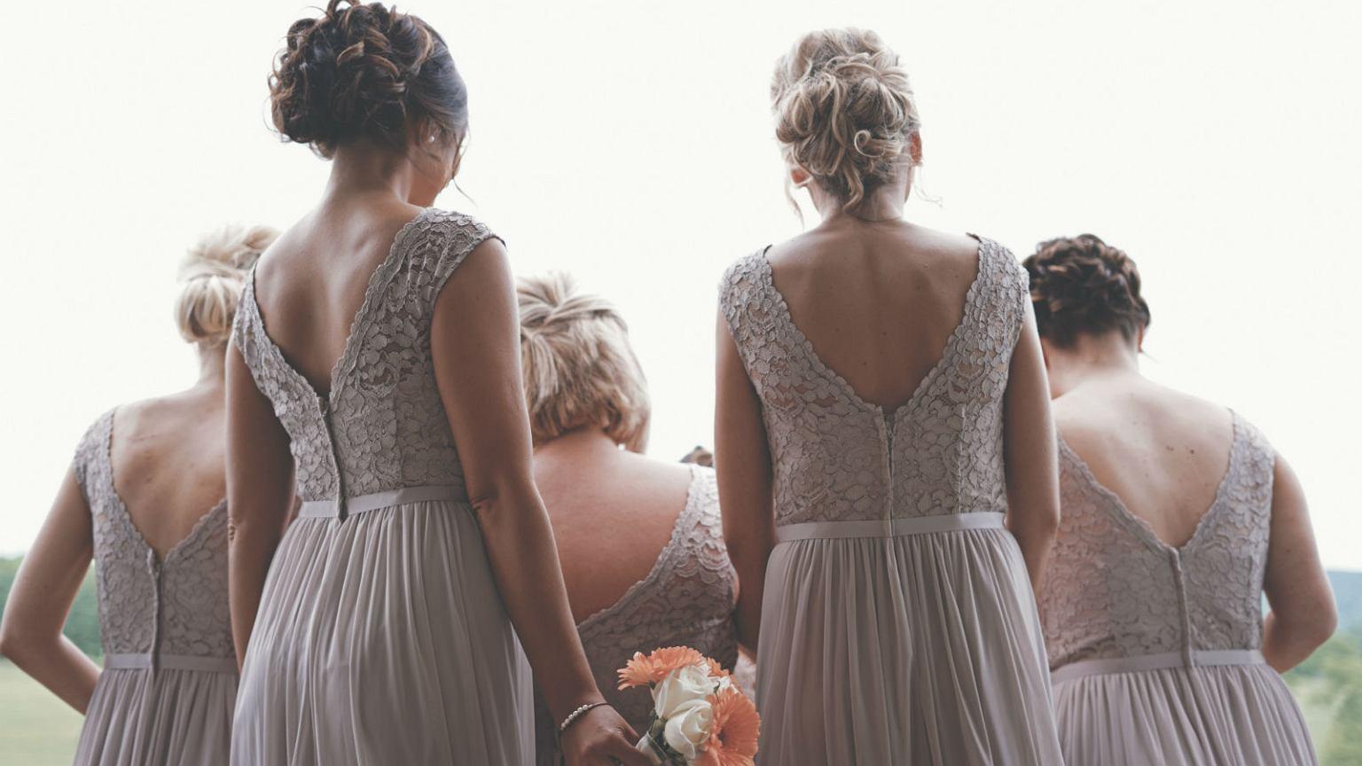 5534baf946 Sukienki na wesele - jak znaleźć idealną kreacje na wesele