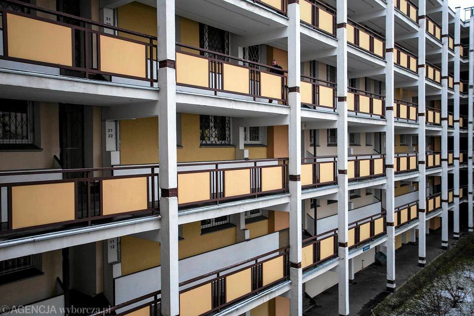 Najdłuższy Blok Mieszkalny W Warszawie Przez Pranie Znaleźliśmy